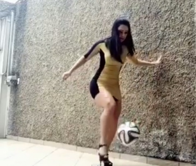 fudbal, sprort, zongliranje, devojka, stikle, lopta