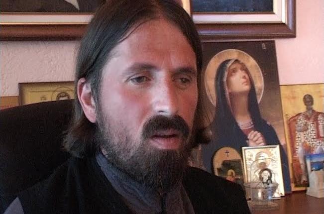 Ni kriv ni dužan : jerej Ivan Cvetković