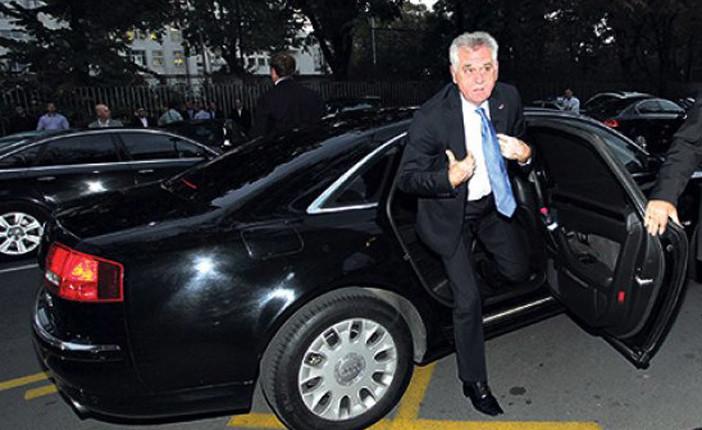 Nikolić: Pucajte na mene jer mi MUP ne da blindirani auto!